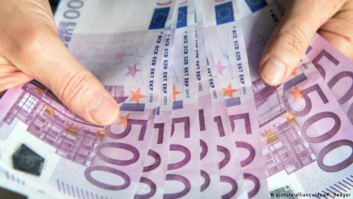 Eurozone banks stop issuing €500 notes, but cash-loving Germany delays |  News | DW | 27.01.2019