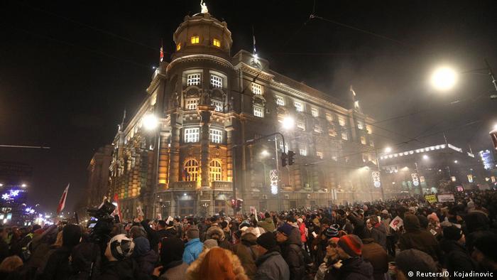 Serbien   Proteste gegen Präsident Vucic