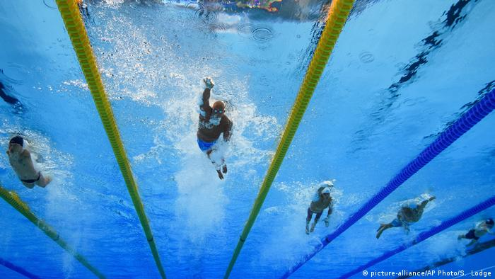 Swimmers participate in the 2016 Rio Paralympics (picture-alliance/AP Photo/S. Lodge)