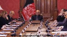 Afghanistan Zalmay Khalilzad in Kabul (picture-alliance/AA/Afghan Presidency Press Office)