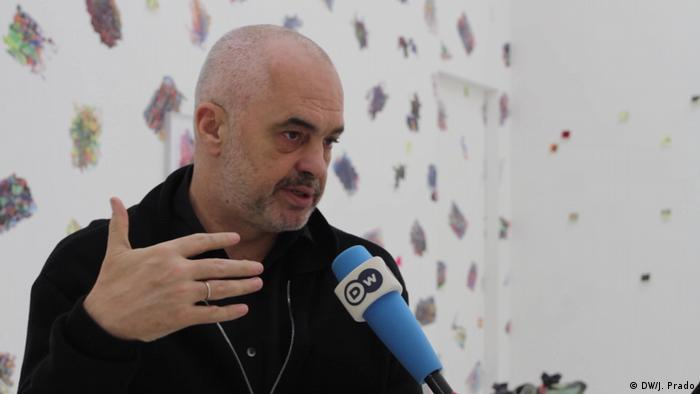 Berlin Ausstellung Edi Rama Work | Interview mit der DW (DW/J. Prado)