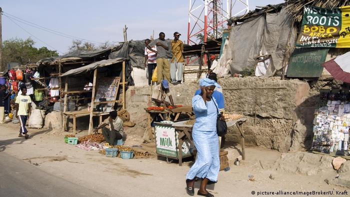 Slum in Kenia (picture-alliance/imageBroker/U. Kraft)