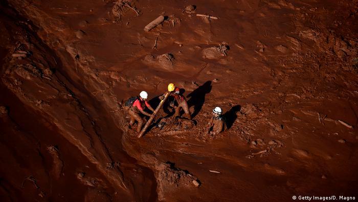 Barragem em Brumadinho se rompeu há pouco mais de uma semana, levando a dezenas de mortes