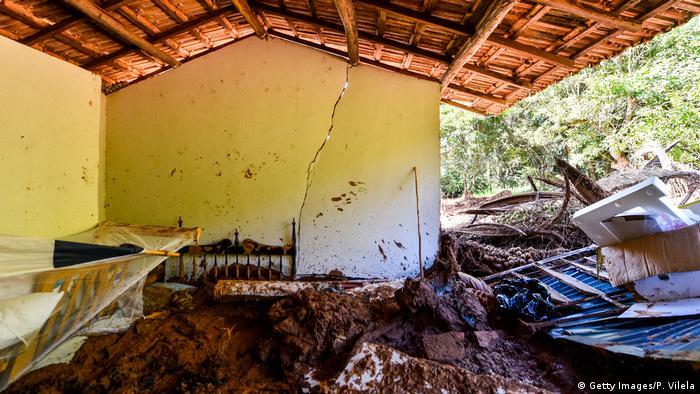 Casa coberta de lama em Brumadinho