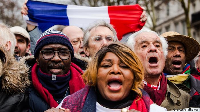 Frankreich, Demontsration der Rotschals (picture-alliance)