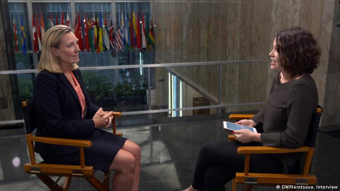 DW's Zhanna Nemtsova (r.) with Andrea Thompson, US under secretary of state for arms control and international security (DW/Nemtsova. Interview)