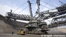 08.10.2007, Grevenbroich, Nordrhein-Westfalen, Deutschland - RWE Braunkohletagebau Garzweiler - Albert Schumacher kontrolliert die Arbeit des Baggers 288. Er ist mit 96 Meter Hoehe und einem Gewicht von 13.500 Tonnen der groesste Bagger der Welt. Der Tagebau Garzweiler, bestehend aus den Abbaufeldern I und II, hat eine Gesamtgroesse von 114 Quadratkilometern. Im neu erschlossenen Abbaufeld Garzweiler II lagern in maximal 210 Metern Tiefe 1,3 Milliarden Tonnen Braunkohle, die bis 2044 abgebaut werden sollen und rund 40 Prozent der rheinischen Braunkohlenfoerderung ausmachen. Die Braunkohle dient zur Stromerzeugung in den nahe gelegenen Kraftwerken Neurath und Frimmersdorf. (Mann, Mensch, Arbeiter, gross, klein, Gegensatz, Miniatur, Bagger 288, Superlativ, weltgroesste, Industrie, Wirtschaft, Energie, RWE, RWE Power, Rohstoff, Rohstoffe, Foerderung, Abbau, Abbaufeld, Bagger, Braunkohlebagg 08 10 2007 Grevenbroich North Rhine Westphalia Germany RWE Lignite mining Garzweiler Albert Schumacher controlled the Work the Excavator 288 he is with 96 Metres Height and a Weight from 13 500 Tons the largest Excavators the World the Mining Garzweiler consisting out the I and II has a from 114 Square kilometers in New developed Mining area Garzweiler II Store in maximum 210 Meters Depth 1 3 Billion Tons Lignite the until dismantled will should and Around 40 Percent the Rhenish Braunkohlenfoerderung concerned the Lignite serves to Power generation in the near located Power plants Neurath and Frimmersdorf Man Man Workers big Small Contrast Miniature Excavators 288 superlative world\u0026#39;s largest Industry Economy Energy RWE RWE Power Raw material Raw materials Foerderung Reduction Mining area Excavators Braunkohlebagg