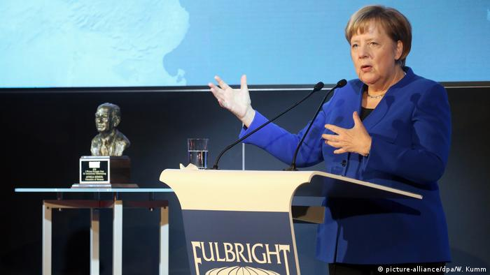 German Chancellor Angela Merkel accepts the Fulbright Prize for International Understanding in Berlin (picture-alliance/dpa/W. Kumm)