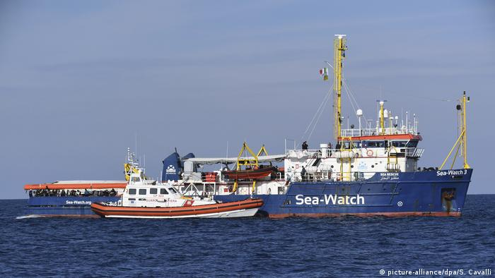 Sea Watch 3 on the Mediterranean (picture-alliance/dpa/S. Cavalli)