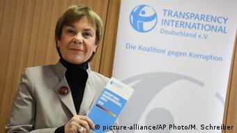 H επικεφαλής της Διεθνούς Διαφάνειας Γερμανίας Έντα Μίλερ στην παρουσίαση της ετήσιας έκθεσης στο Βερολίνο.