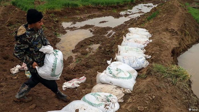اولین خطر سیل متوجه روستاهای حاشیه رودخانهها بود، زیرا سیلبندهای احداثی روستاها ترمیم و احداث نشده بودند و توان مقابله با آب را نداشتند و شکستند.