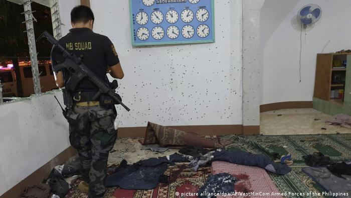 Philippinen Anschlag auf eine Moschee in Zamboanga City (picture alliance/dpa/AP/WestMinCom Armed Forces of the Philippines)