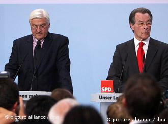 Steinmeier and Muentefering looking depressed at a press conference