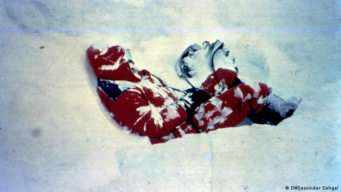 A dead body in the snow on the slopes of Mount Everest. The mountain in the Himalayas has cost hundreds of mountaineers their lives over the years. Most corpses have been frozen and preserved for years.