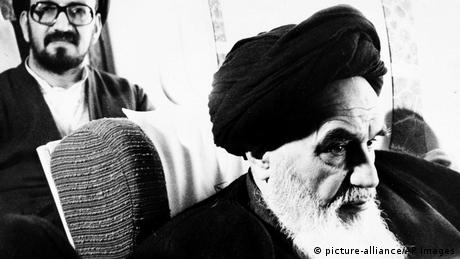 Ayatollah Khomeini returns to Iran in 1979 (picture-alliance/AP Images)
