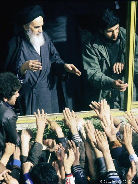 Pristaše pozdravljaju Homeinija u Teheranu