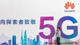 Рекламный щит Huawei