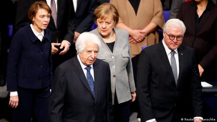 Saul Friedländer, Chancellor Angela Merkel, President Frank-Walter Steinmeier and his wife Elke Buedenbender at the commemoration service for the victims of the Nazi dictatorship at the Reichstag