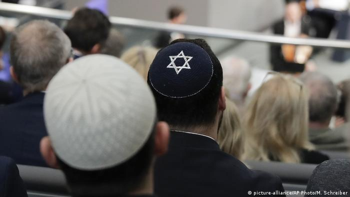Men wearing yarmulke in the Bundestag (AP Photo/Markus Schreiber)
