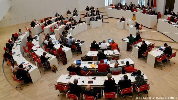 Innen, nun ja, funktional: Der Plenarsaal des Brandenburger Landtags
