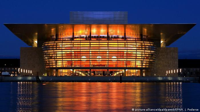 Faszination Oper | Neues Opernhaus in Kopenhagen (picture-alliance/dpa/dpaweb/EPA/K. J. Pederse)