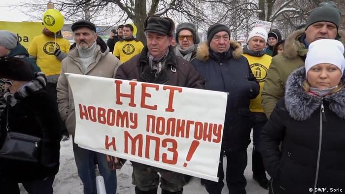 Kolomna activsts protest trash dumping (DW/M. Soric )