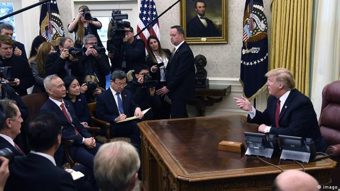 Präsident Donald Trump bei einem Treffen mit einer chinesischen Handelsdelegation
