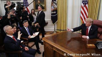 Trump Çin heyetini Beyaz Saray'da kabul etti