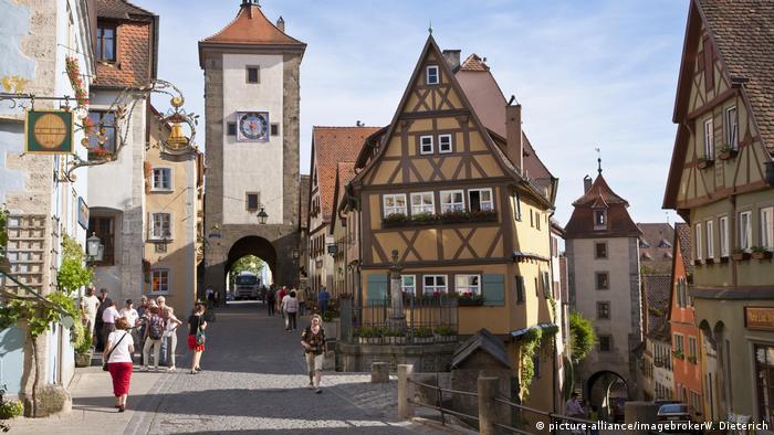 Fachwerk Rothenburg ob der Tauber (picture-alliance/imagebrokerW. Dieterich)