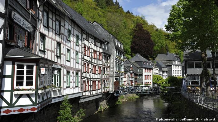 Fachwerk Monschau Rureifel (picture-alliance/Dumont/R. Kiedrowski)