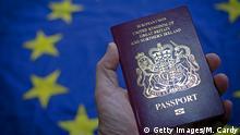 Brexit Reisepass Großbritannien vor EU-Flagge