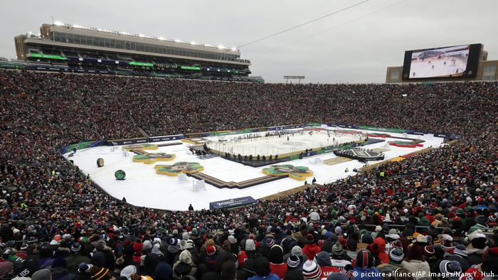 Winter Classic Hockey Boston Bruins Chicago Blackhawks (picture-alliance/AP Images/Nam Y. Huh)