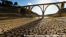 December 16, 2017 - SacedóN, Guadalajara, Spain - A severe drought seen on the Tagus River. According to the River Tajo Hydrographic Confederation (CHT), reservoirs reach only 292 cubic hectometres, equivalent to 9% of their capacity. This summer, a dozen villages were forced to use tankers to guarantee the water supply to their citizens |
