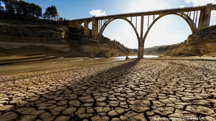 Spanien - Eine schwere Dürre am Tejo (picture-alliance/ ZUMAPRESS/M. Reino)