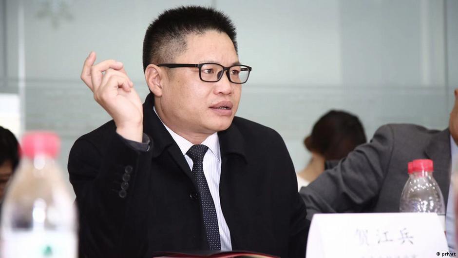 He Jiangbing, Finanzexperte in Peking