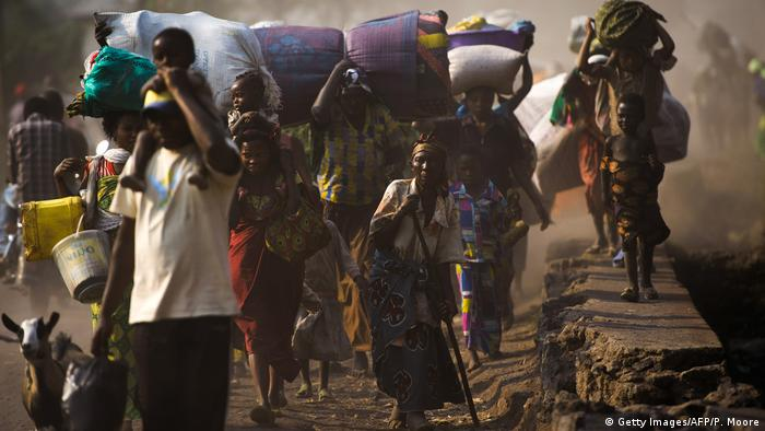 A group of people fleeing conflict in Goma in DR Congo with their belongings (Getty Images/AFP/P. Moore)