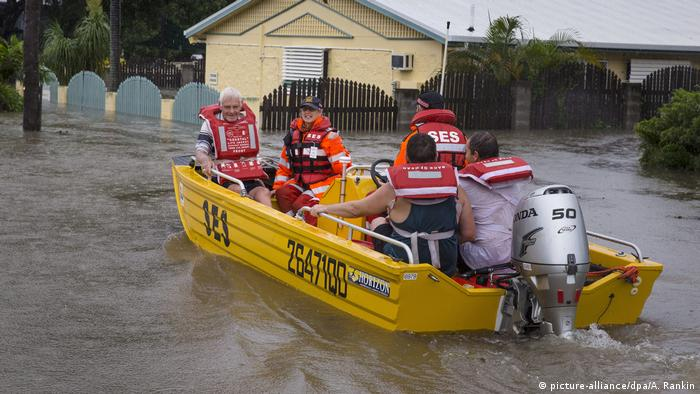 rescue boat in Townsville, Australia (picture-alliance/dpa/A. Rankin)