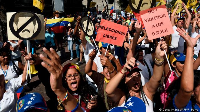 Venezuela Protest & Demonstration gegen Nicolas Maduro in Caracas (Getty Images/AFP/F. Parra)
