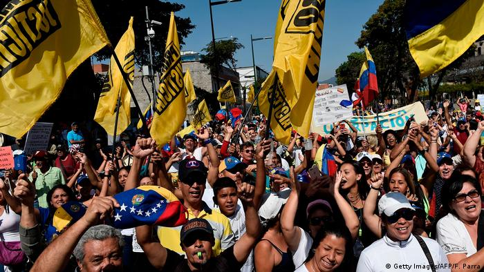 Мітинг прихильників опозиції країни