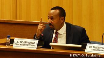 Äthiopien Diskussion zwischen den PM Abiy Ahmed und Opposition (DW/Y.-G. Egiziabher )