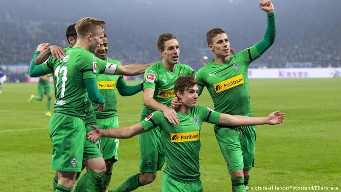 Deutschland Bundesliga FC Schalke 04 v Borussia Mönchengladbach | Jubel Gladbach (picture-alliance/Fotostand/Ellerbrake)