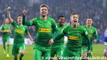 Gelsenkirchen, Deutschland 02.Februar 2019: 1. BL - 18/19 - FC Schalke 04 vs. Bor. Moenchengladbach Christoph Kramer (Borussia Mv?nchengladbach / Moenchengladbach) (2.v.l.) jubelt nach seinem Tor zum 0:1. Jubel / Freude / Emotion / Torjubel / Torschuetze / Torschvºtze Gestik / Geste / gestikuliert / lachend / laechelnd / gut gelaunt / grinst / grinsend / // DFL regulations prohibit any use of photographs as image sequences and/or quasi-video. // | Verwendung weltweit