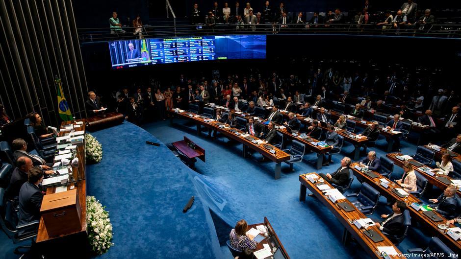 Senado aprova versão desidratada do pacote de Moro