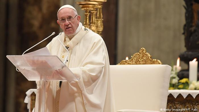 Vatikanstadt Papst Franziskus Messe im Petersdom