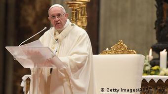 Papież Franciszek w szatach liturgicznych