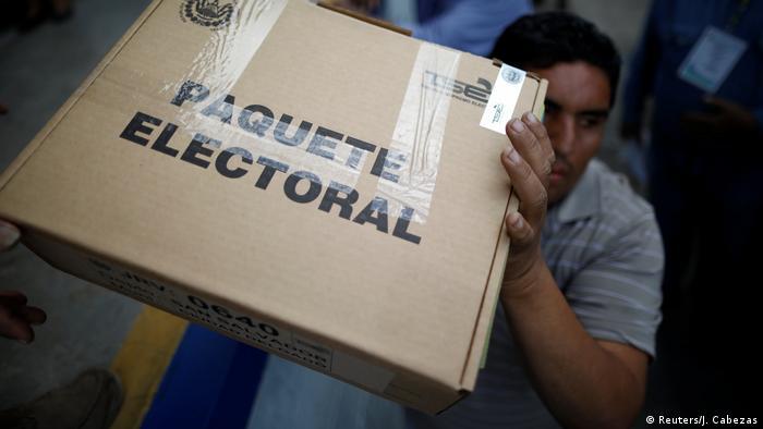 El Salvador Präsidentschaftswahl   Wahllokal in San Marcos