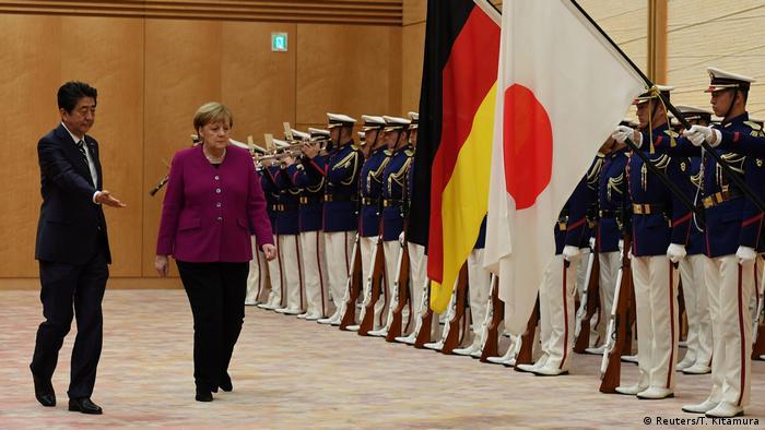 Bundeskanzlerin Merkel in Japan (Reuters/T. Kitamura)