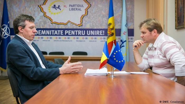 Liderul PL, Dorin Chirtoacă, în dialog cu Vitalie Călugăreanu (DW/E. Covalenco)