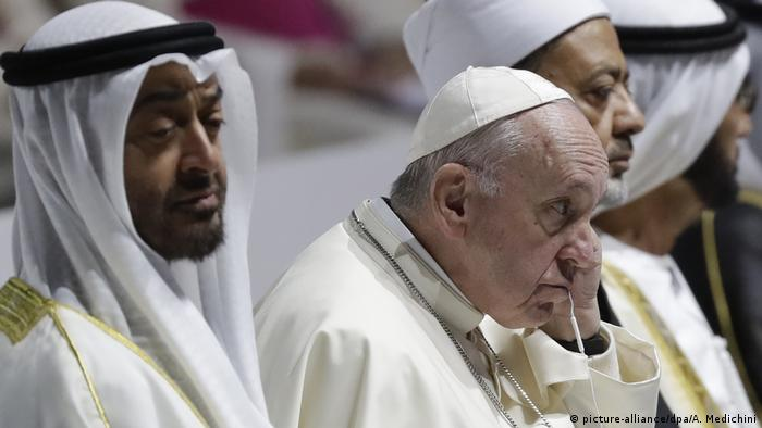 Papst Franziskus in Abu Dhabi (picture-alliance/dpa/A. Medichini)