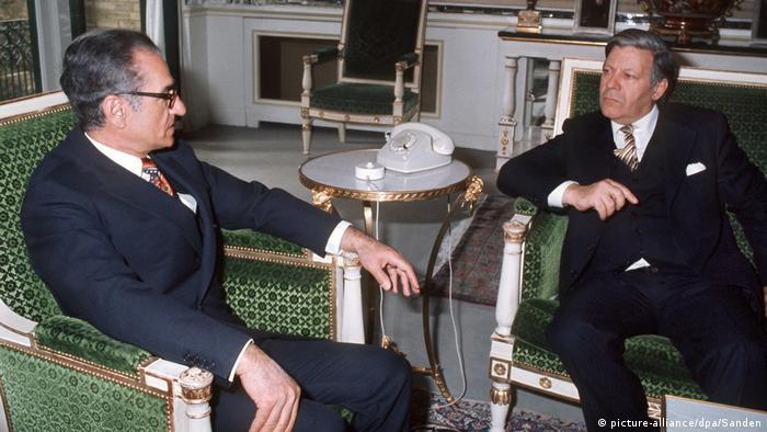 Bundeskanzler Helmut Schmidt im Iran 1975 (picture-alliance/dpa/Sanden)
